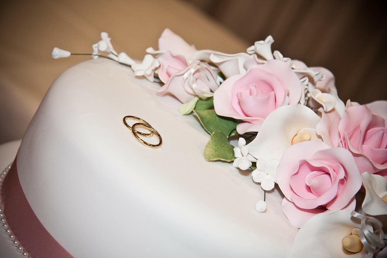 עוגות מעוצבות לבנות