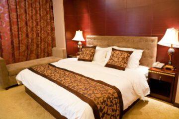 קטלוג בסיסי מיטה מעץ מלא